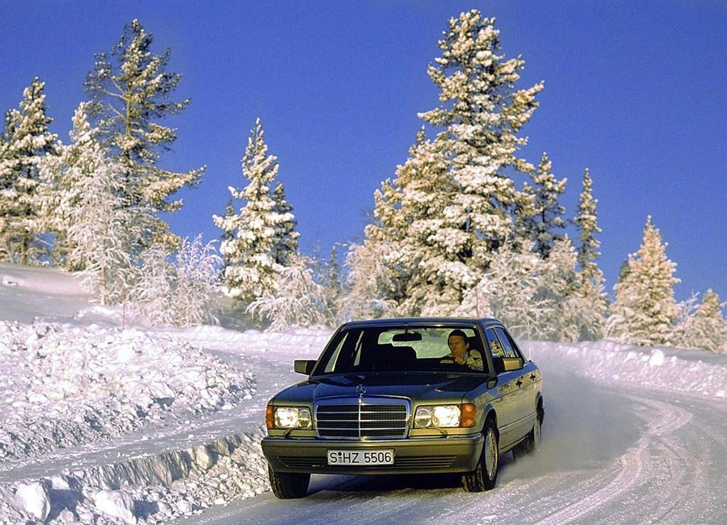 1986-Mercedes-560SEL-snow