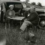 Grootouders op picknick in 1956