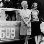 Großer Straßenpreis für Tourenwagen, Argentinien 1964. Ewy Baronin von Korff-Rosqvist und Eva-Maria Falk am Mercedes-Benz Typ 300 SE mit Startnummer 609. In der Gesamtwertung belegte das Damenteam den 3. Platz.