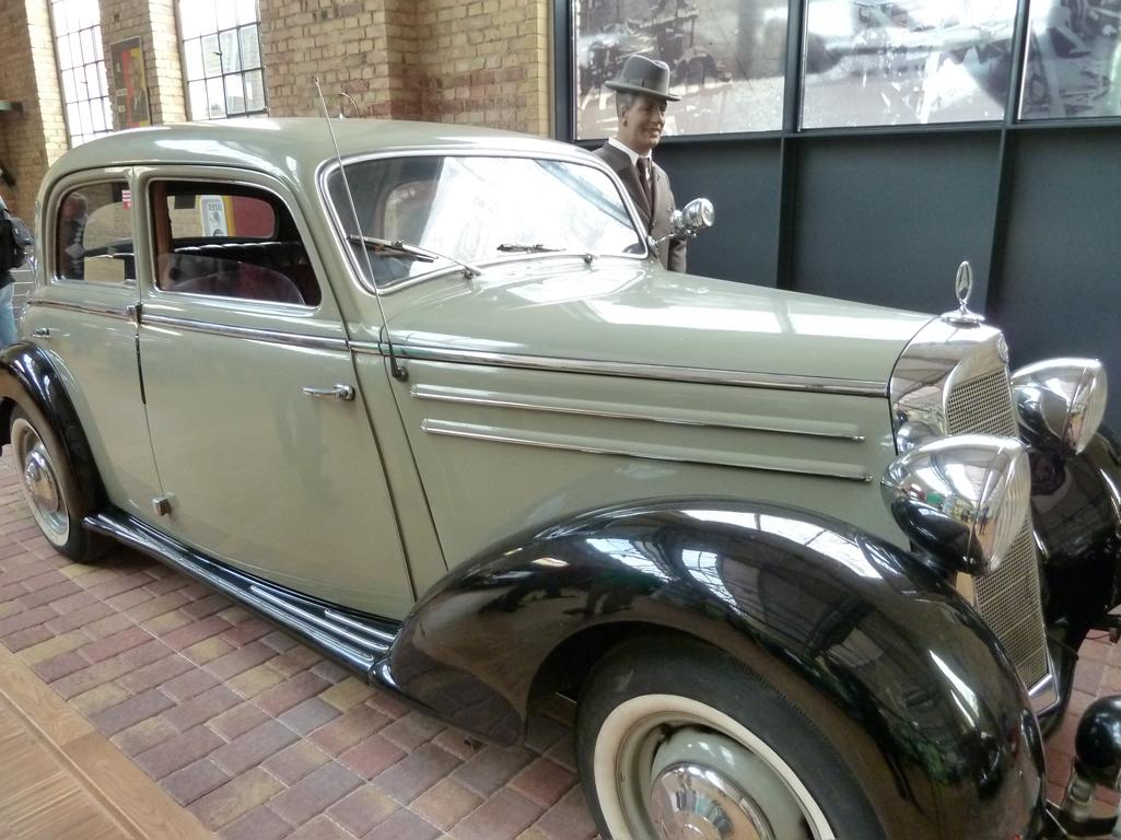 Mercedes Jubileumreis okt 2010 - Carl Benz Museum (27)