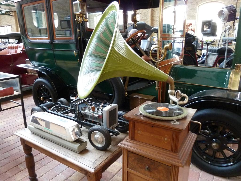 Mercedes Jubileumreis okt 2010 - Carl Benz Museum (40)