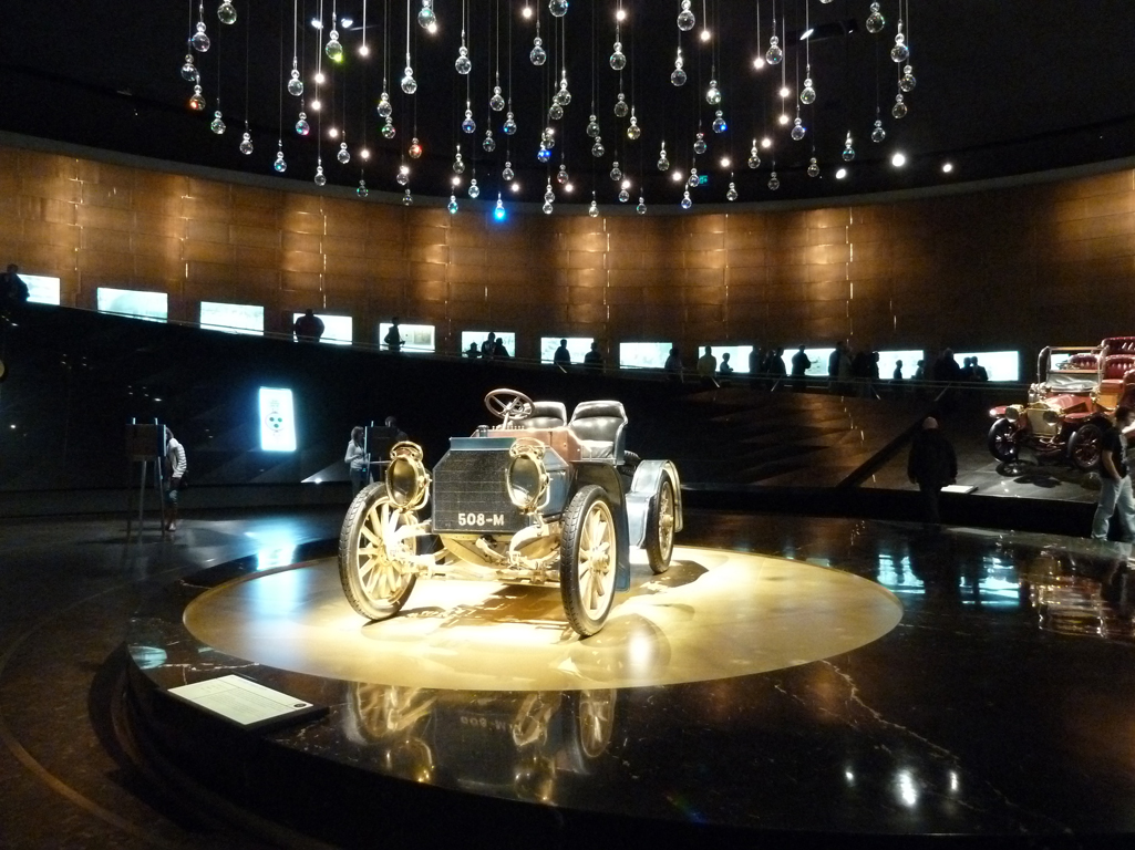 Mercedes Jubileumreis okt 2010 - MB Museum (31)