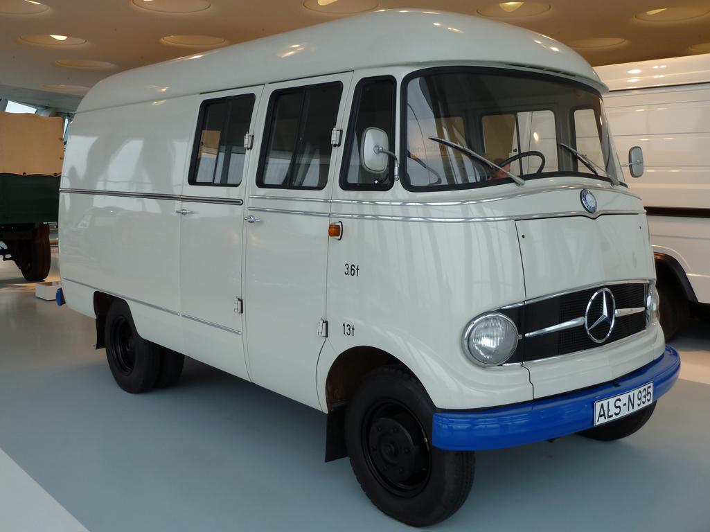 Mercedes Jubileumreis okt 2010 - MB Museum (33)