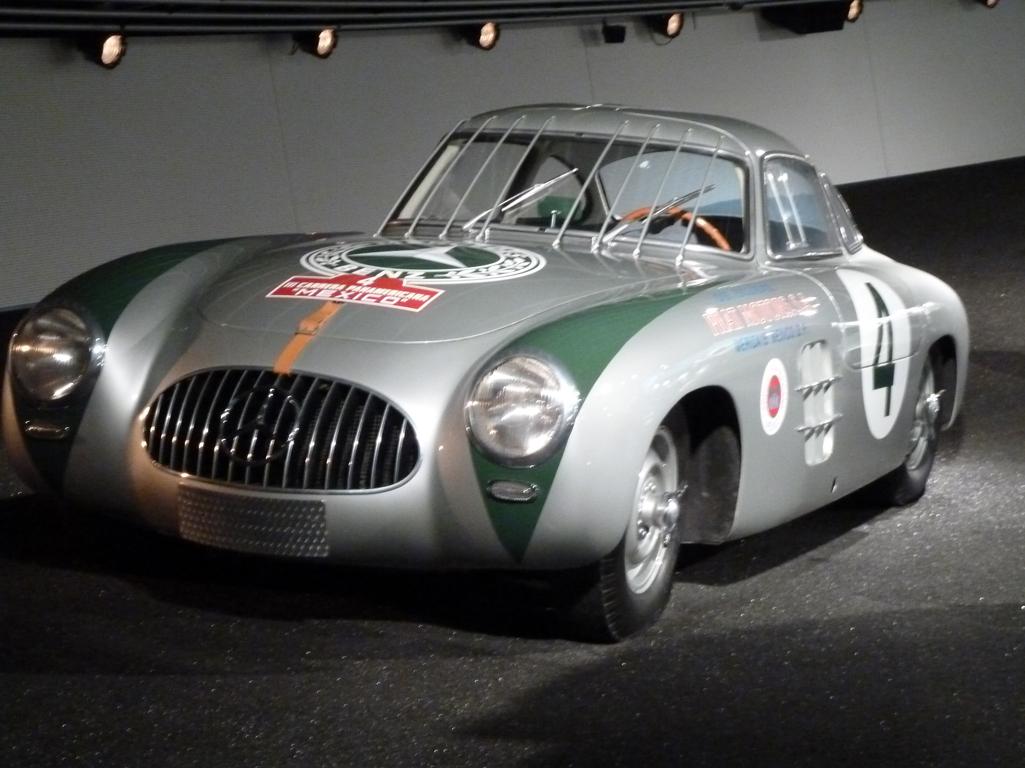 Mercedes Jubileumreis okt 2010 - MB Museum (40)